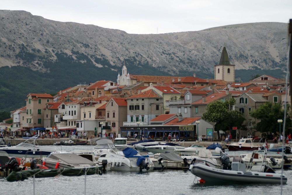 Im Hafen von Baska