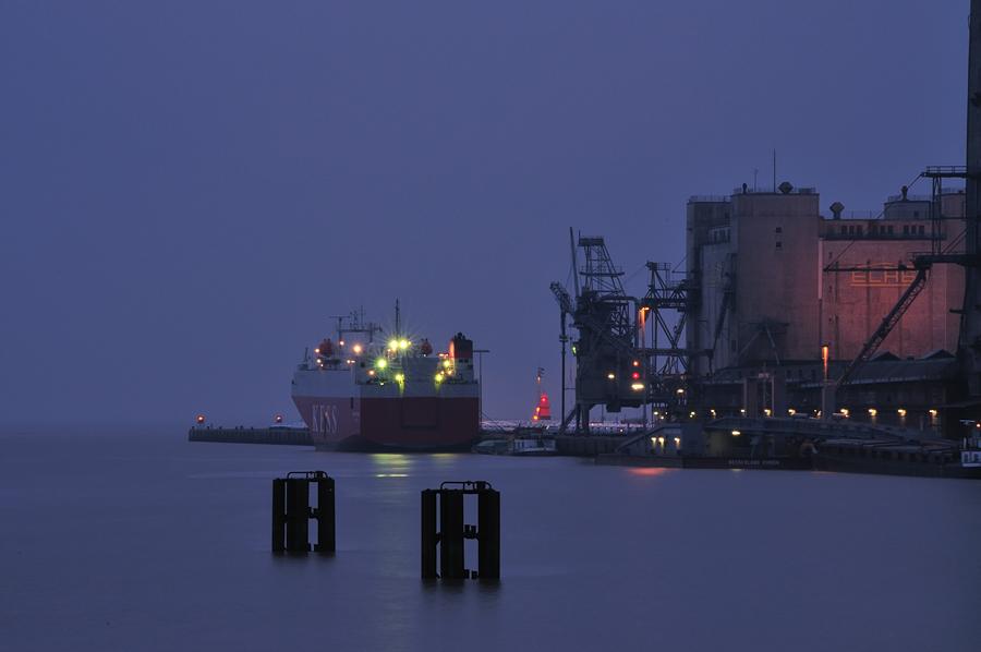 Im Hafen von Emden