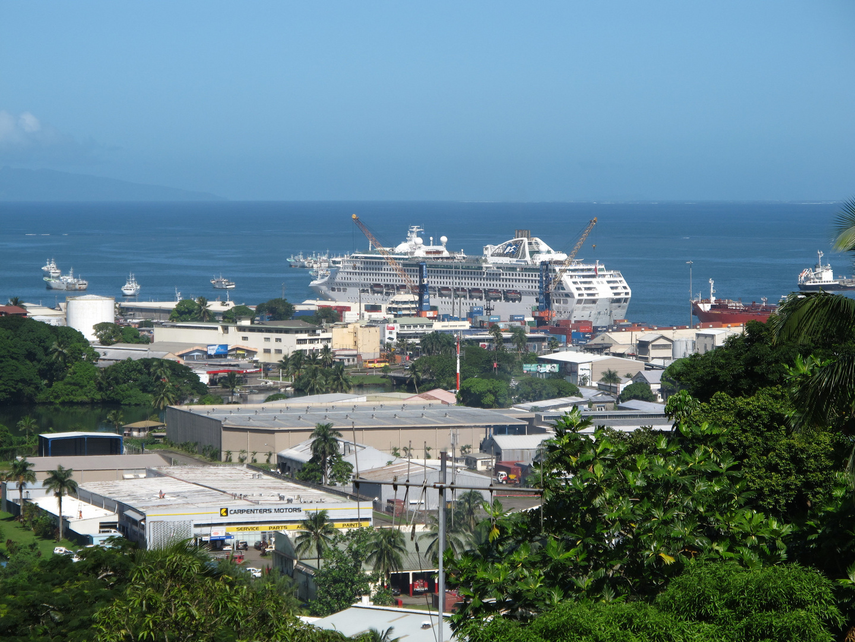 Im Hafen von Suva.