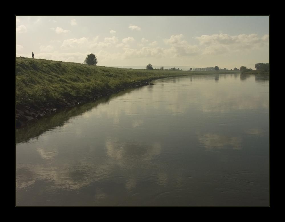 Im Herbst-Licht-Dunst an der Weser - nach dem Aufsteigen des Nebels...