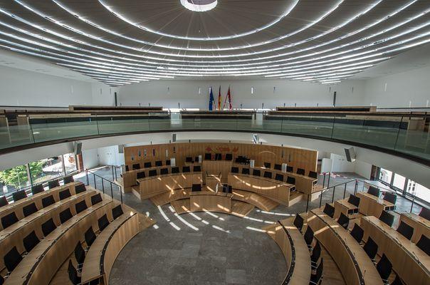 Im Hessischen Landtag VII