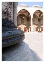 im Hof der Blauen Moschee