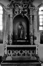 Im Innenraum der Kirche von Milna 3