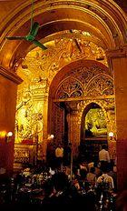 Im Inneren der Mahamuni-Pagode in Mandalay
