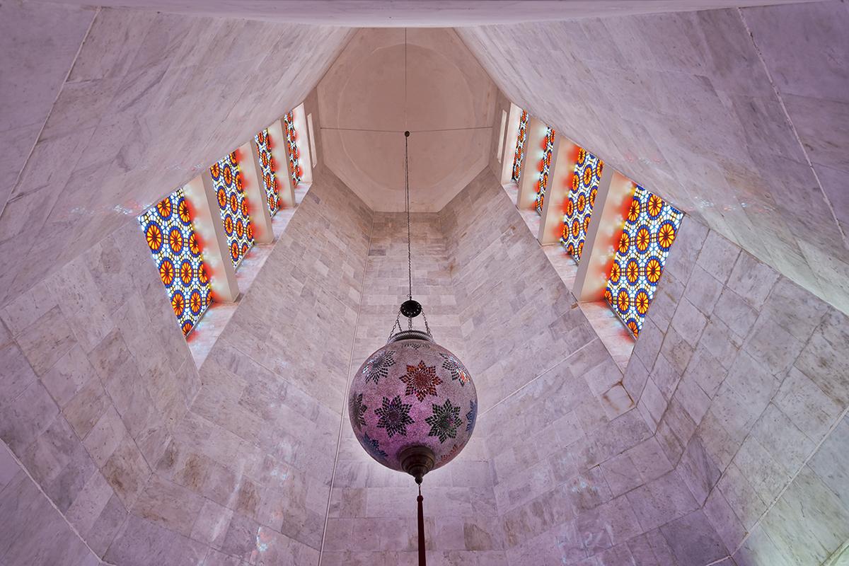 Im Inneren des NIZAMI-Mausoleums