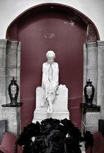 Im Innern des Mausoleums [gesamte Ansicht]