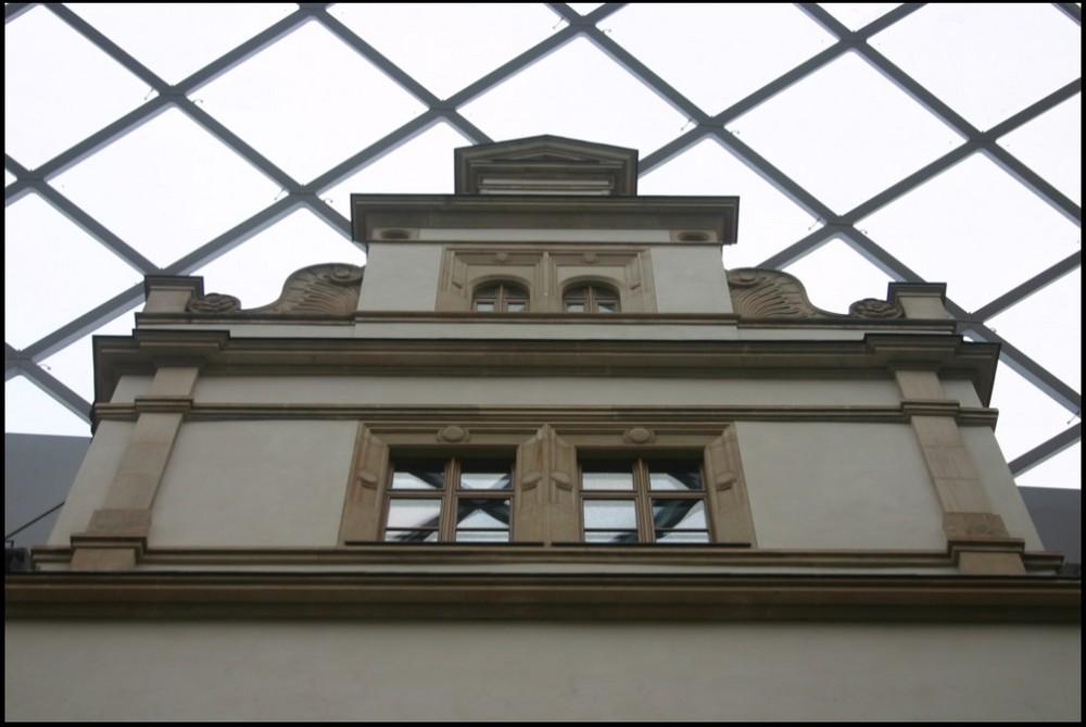 Im kleinen Schlosshof - V