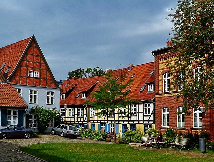 Im Klosterhof . . .
