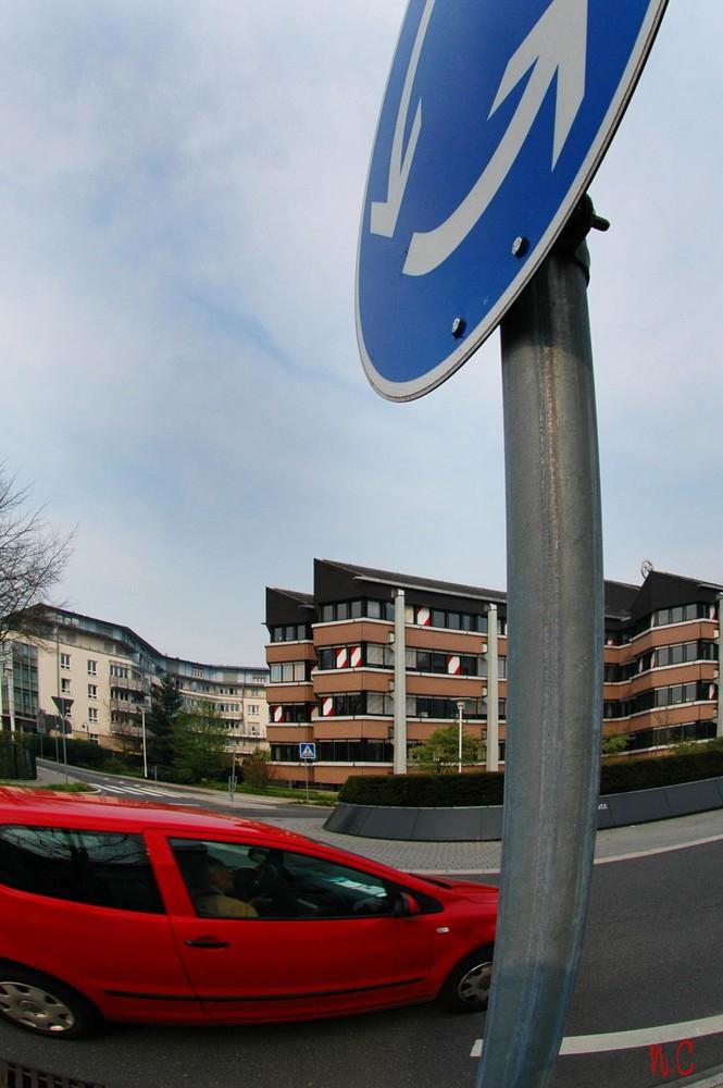 Im Kreisverkehr in Hilden.
