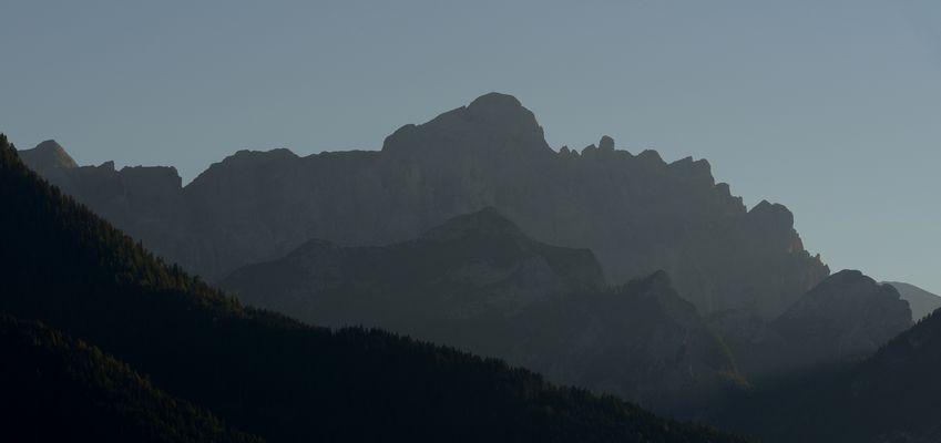 Im letzten Abendlicht zeigt sich der Dürrenstein von seiner Nordseite.,