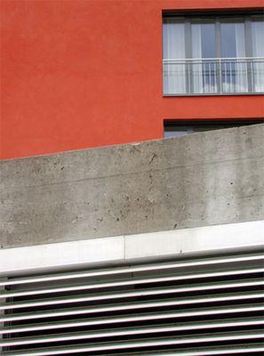 Im Lot - Kontrastreiche Architektur zeigt Ecken und Kanten
