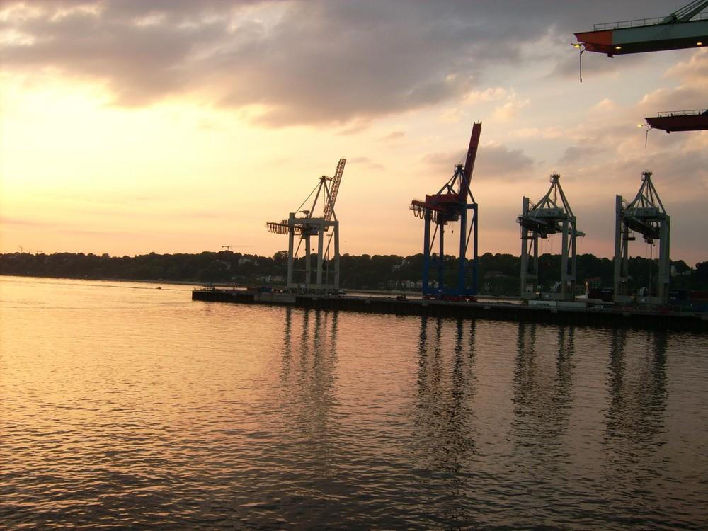 im Mai 07 im Hafen von Hamburg erlebten ...