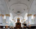 Im Michel - Altar und Kanzel