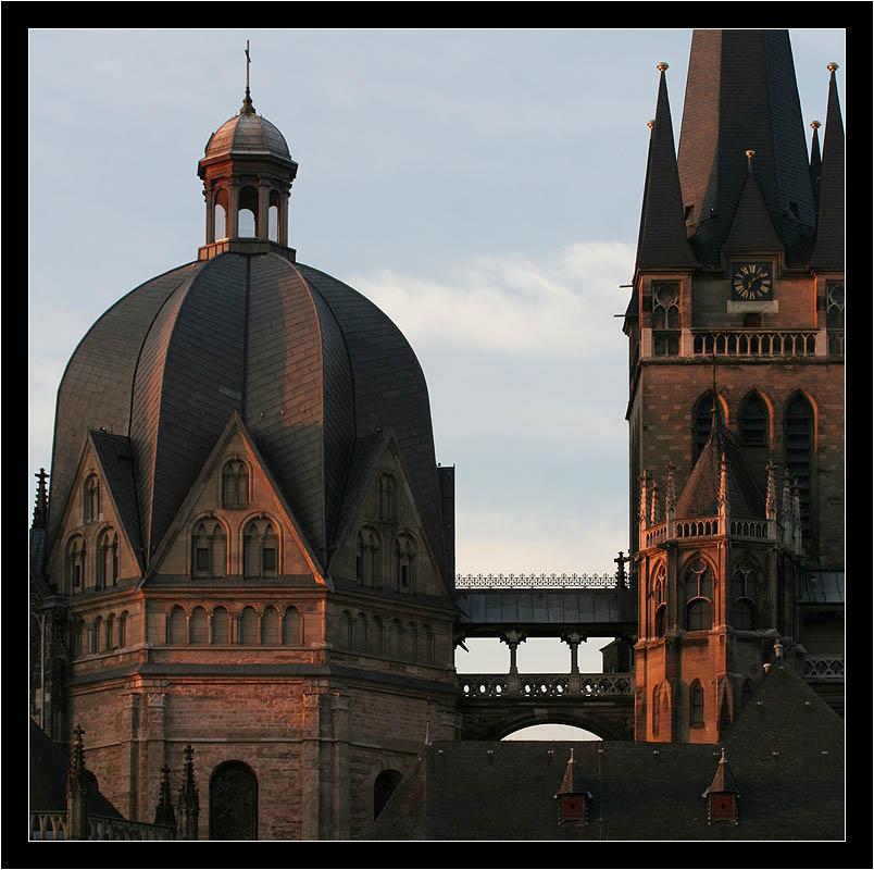 im Morgenlicht: Der Aachener Dom