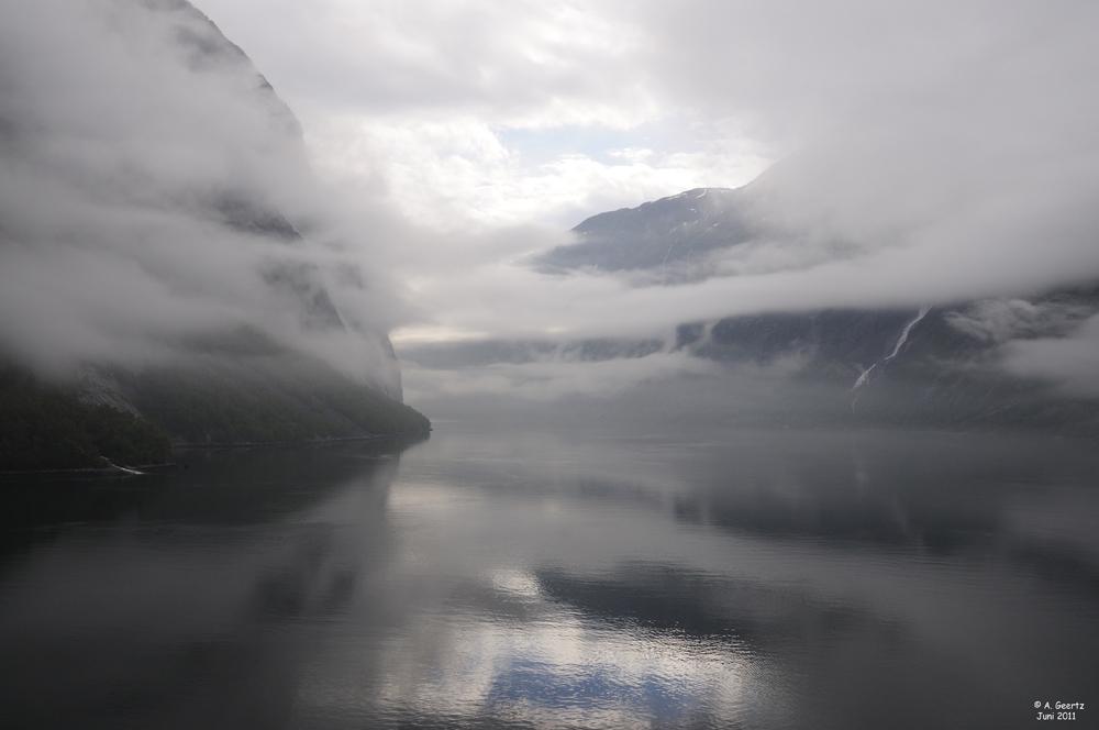 Im Nebel der Geirangerfjord Juni 2011