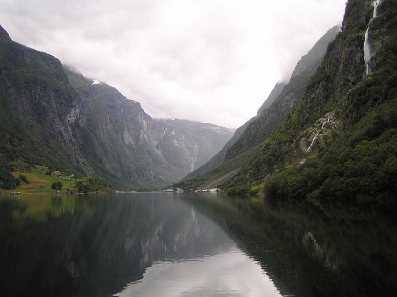 Im Nærøy- Fjord/Nebenarm des Sognefjords.