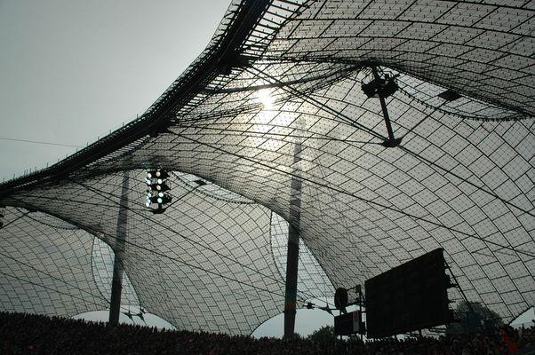 im Olympiastadion geht langsam das Fußballlicht aus...
