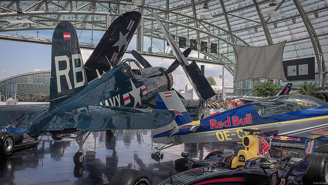 Im Red-Bull-Hangar 7 am Flughafen Salzburg