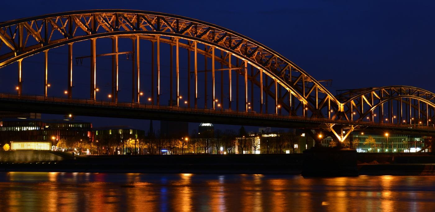 Im Schatten der Hohenzollernbrücke......aber ein absoluter Tipp.
