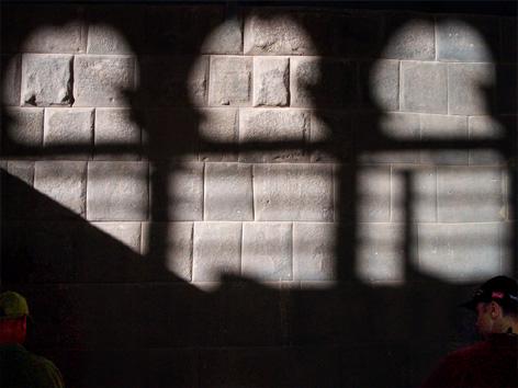 Im Schatten der Kirche
