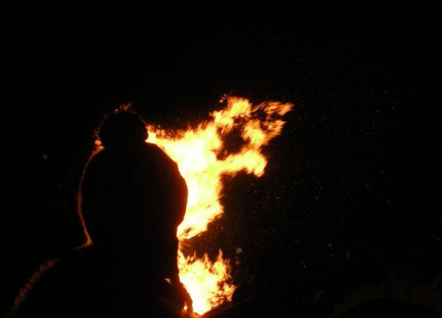 Im Schatten des Feuers
