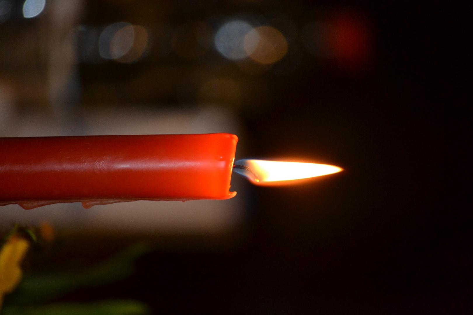 Im Schein der Kerze