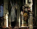 Im Stephansdom: Fastenschleiertuch und Januariusaltar