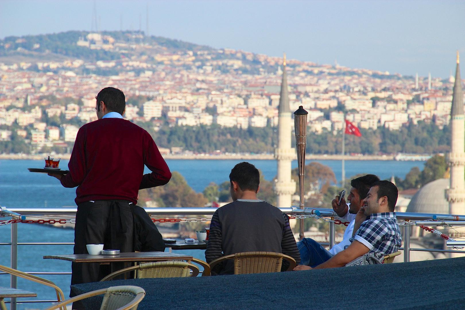 Im Terassenkaffee in Istanbul