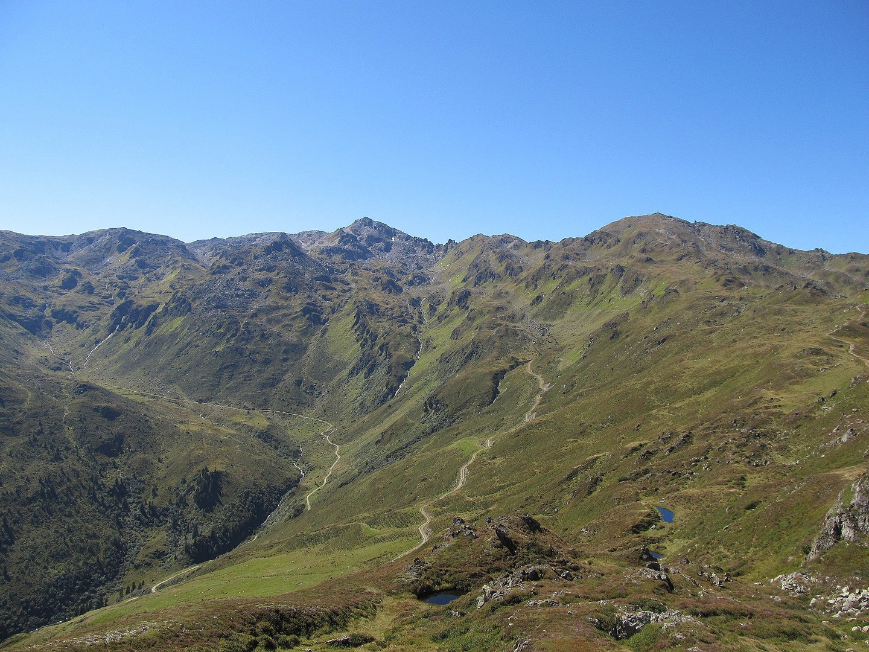 Im Vordergrund der Roßkopf 2576 Meter hinten der Rastkogel 2762 Meter