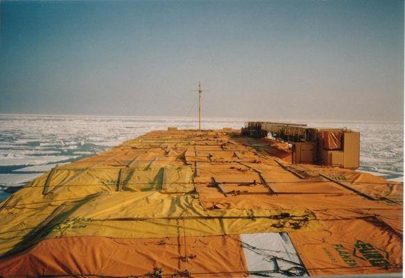 Im Winter mit Holzfracht durch die Ostsee