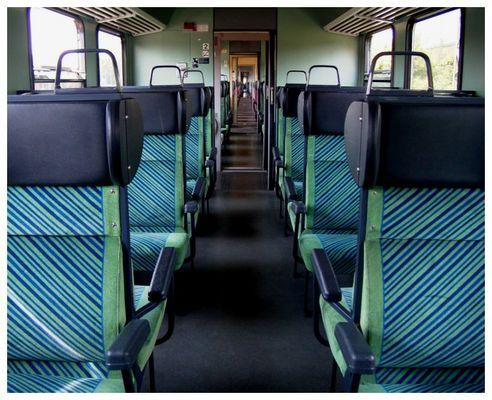 Im Zug-Abteil