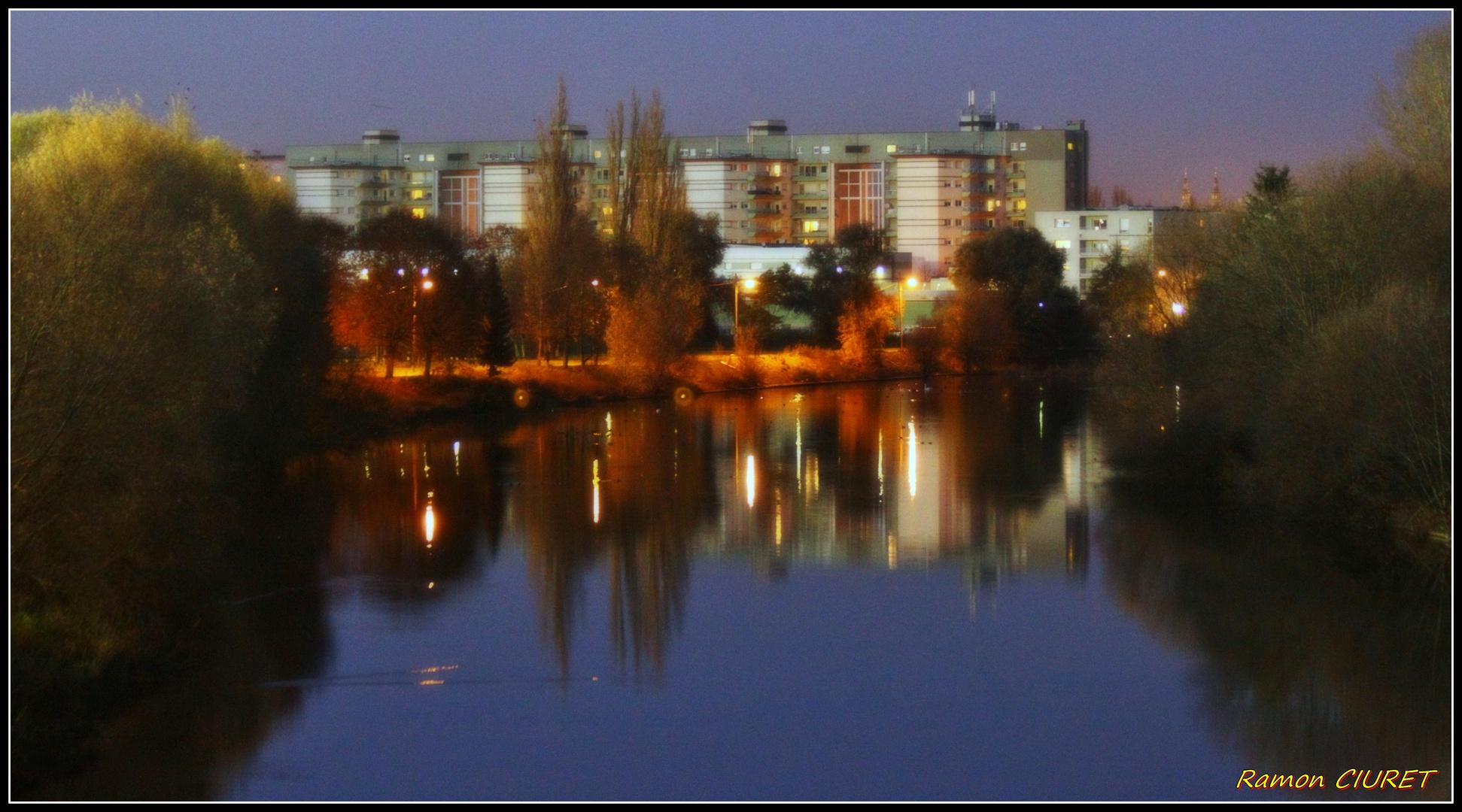Immeubles et leurs reflets