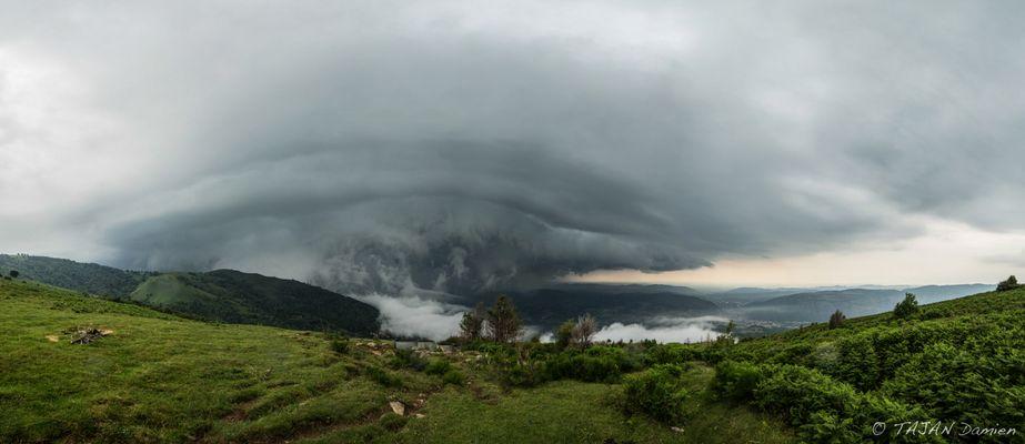 Impressionnant orage à l'approche de Foix (09)