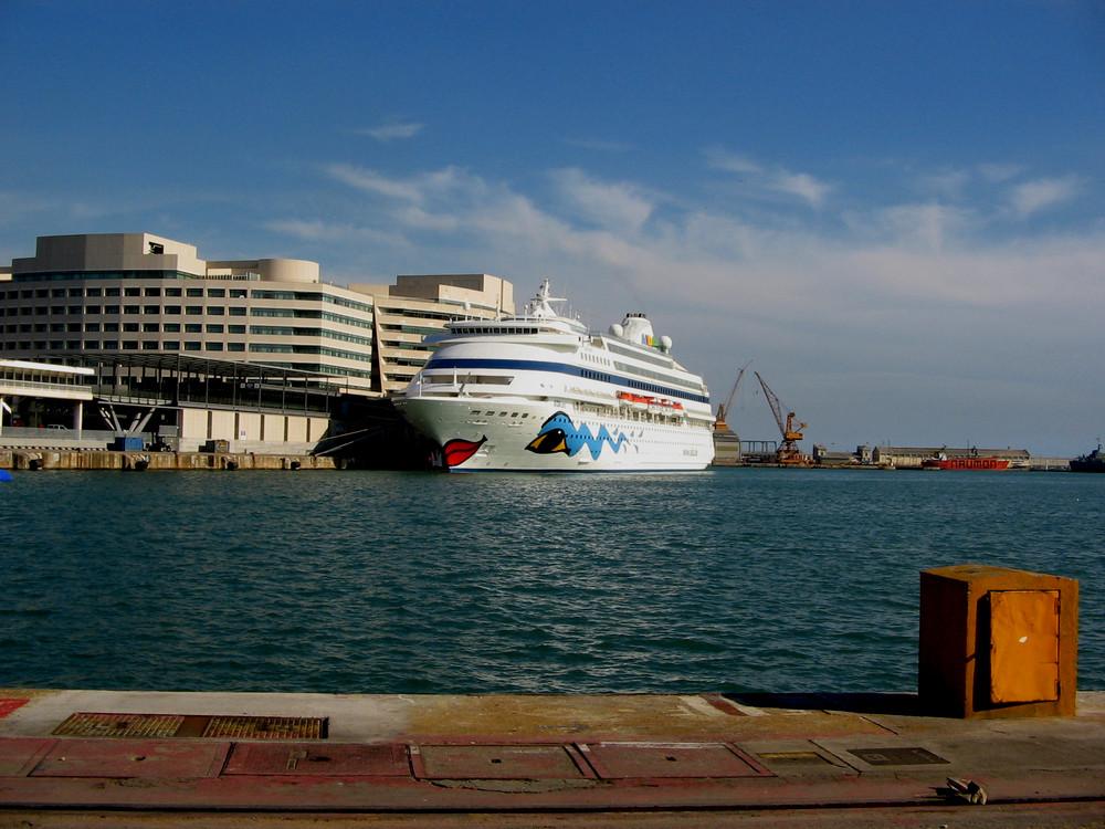 In Barcelona geht kein Schiff vor Anker ... ( 1 )  ^^