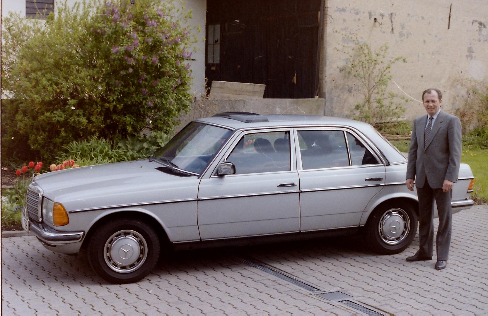 in den 80er Jahren eine repräsentative Limousine, die W 123 Reihe von Mercedes