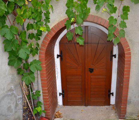 In den Weinkeller hinein