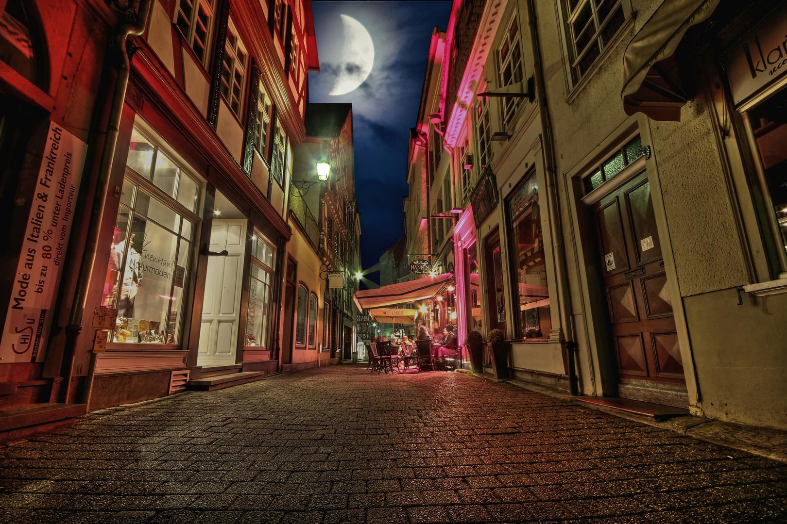 In der Barfüßerstr. in Limburg,spät am Abend...