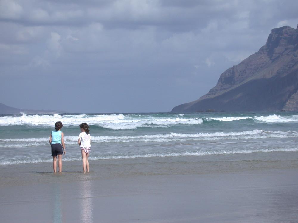 In der Famara-Bucht im Nordwesten der Insel Lanzarote