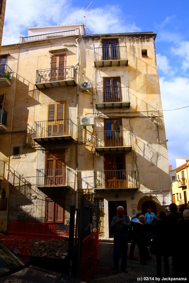 In der Innenstadt von Citta di Cefalu in Palermo / Sizilien