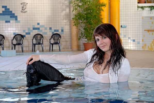 In der Schwimmhalle  I