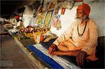 In der Stille liegt die Kraft, oder wie Baba das regungsloste Dauerstillsitzen zur Schau stellte..