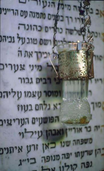 In der Synagoge auf Djerba