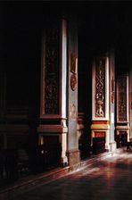In einer dunklen Kirche in der Toscana................