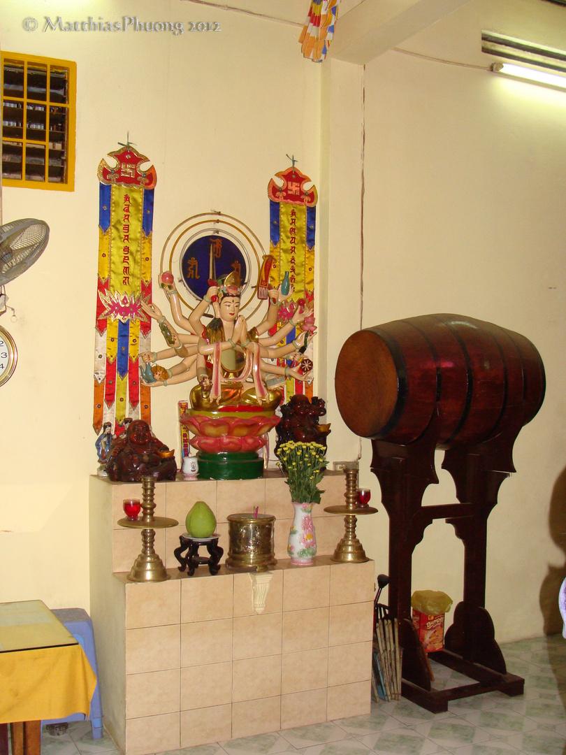 In einer Pagode, versteckt in einer Gasse in Saigon, Vietnam 3