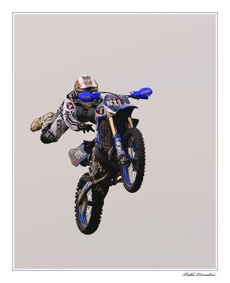 ..in moto..volando!..