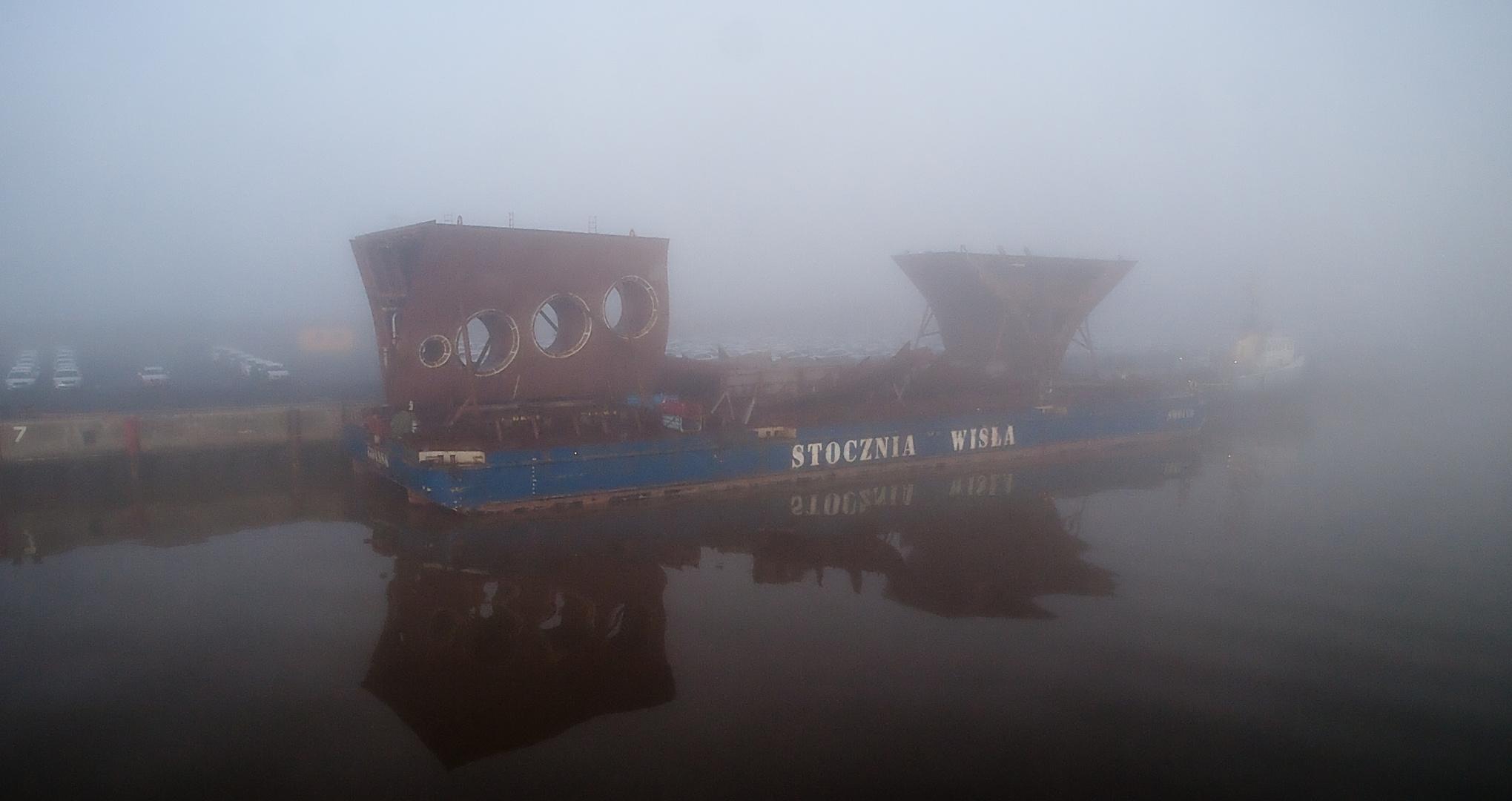 in Nebel kurz vorm Emdener Hafen