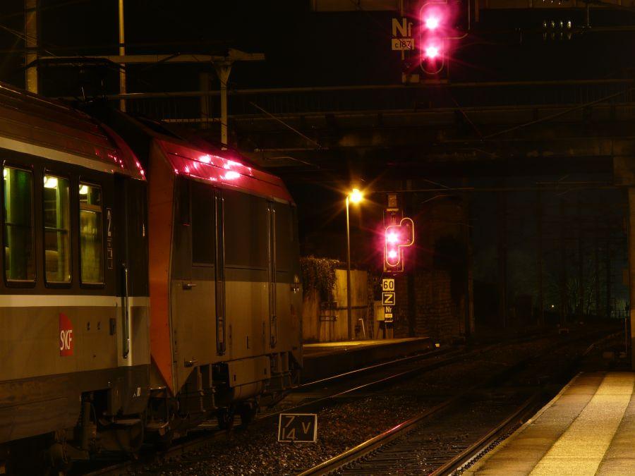 in Nevers ein Corail der SNCF in Richtung Clermont-Ferrand Februar 2008