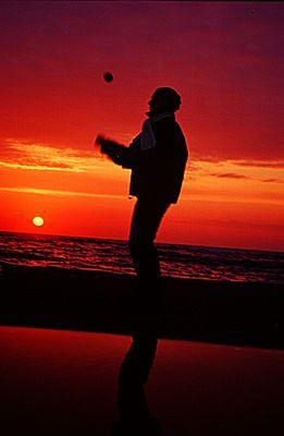 In the crossfire ... Giocoleria al tramonto