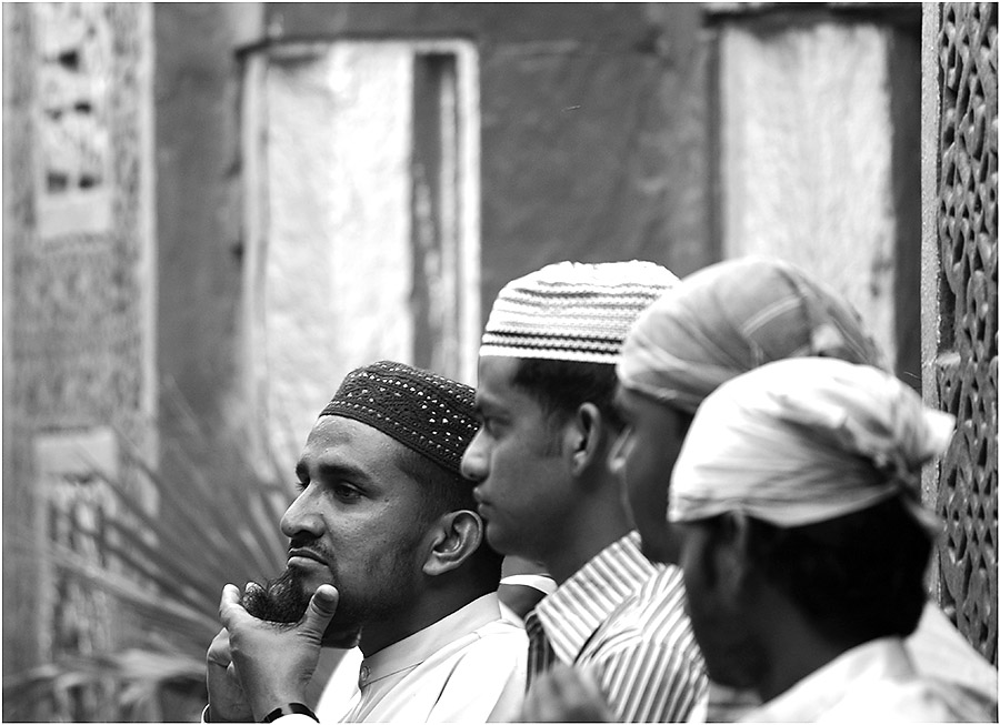 In warmer, Moslem-brüderlicher Freundschaft...