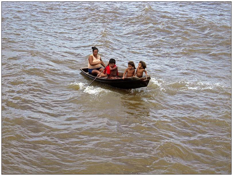 Indianerfamilie im Boot 2